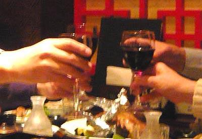 06 ワインで乾杯.jpg