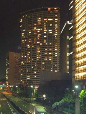 夜のビル.JPG