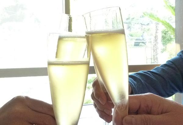 02 乾杯 シャンパーニュ