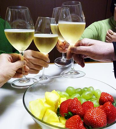 フルーツとシャンパン.jpg